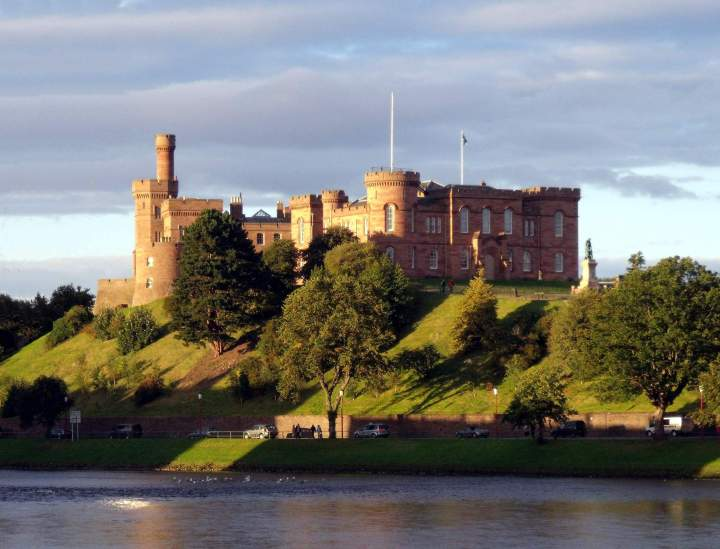 Inverness_Castle_and_River_Ness_Inverness_Scotland_-_conner395